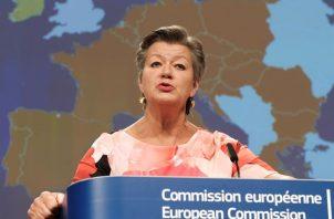 """Bruselas subraya que los países de la UE siempre podrían rechazar la entrada de un ciudadano no europeo que supusiera una """"amenaza para la salud pública, incluso si viniera de un país para el que se han levantado las restricciones""""."""