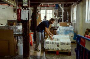Wessex Mill, un molino de harina artesanal, ahora opera las 24 horas del día, los siete días de la semana. Foto / Alex Atack para The New York Times.