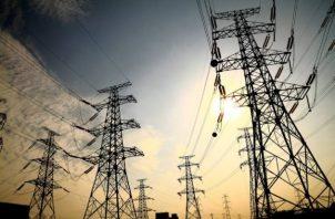 El suministro de electricidad y gas de cayó 12.8%. EFE