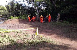 Unas tres lanchas a motor fueron empleadas en la tarea de búsqueda en la que también participaron autoridades locales y pobladores.