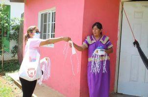 Personal del Minsa sigue regalando mascarillas a nivel nacional.