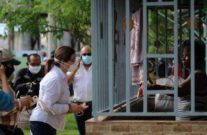 Ministra Rosario Turner distribuye mascarillas
