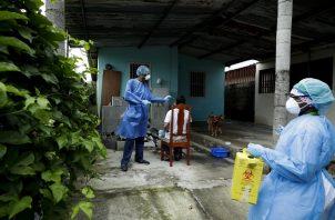 En Panamá se hicieron 2.009 pruebas nuevas de contagio de COVID-19 en las últimas 24 horas. Foto AP
