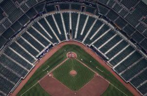 Un reportero que cubrió un partido de béisbol sin fans en el 2015 dijo que estadios vacíos son señal de la era. Foto / Adrees Latif/Reuters.