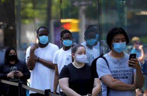 El gobernador detalló que la media semanal de muertes había sido la más baja desde que empezó la pandemia, con un ratio de 25 muertes al día y que en el último día se había practicado el mayor número de tests, más de 79.000.