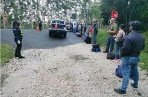 Los inmigrantes viajaban desde la frontera con Panamá en el sector de Coto Brus. Foto: Mayra Madrid.