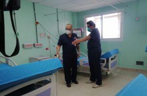 Recorrido a sala destinada a pacientes con COVID-19.