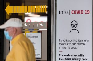 Los dos primeros vuelos que llegaron este domingo al aeropuerto de Madrid, una de las puertas de acceso a España desde el exterior, procedían de París y de Milán (Italia).
