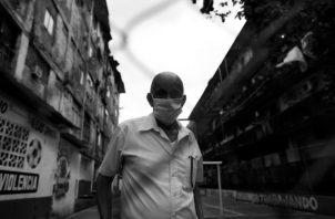 Para que el cerco sanitario funcione es imprescindible que el gobierno anuncie que se seguirá subsidiando a la población carenciada y desempleada por al menos dos meses. Foto: EFE.