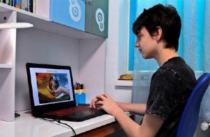 En internet, los chicos pueden 'enredarse' en la propia Red.  EFE/EPA/ROBERT GHEMENT