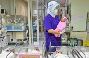Unos 4.8 millones de bebés nacen ahora en Indonesia. Foto / Adek Berry/Agence France-Presse — Getty Images.