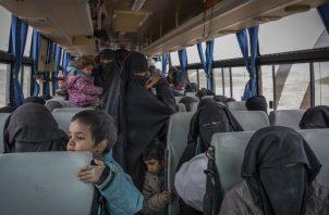 Están 80 mil mujeres y niños detenidos en campamentos sirios tras huir de territorio controlado por ISIS. Foto / Ivor Prickett para The New York Times.