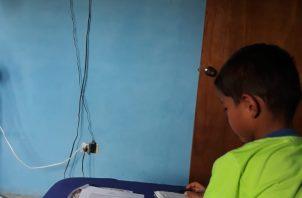 Unos 2,800 estudiantes de tres comarcas recibirán tabletas.