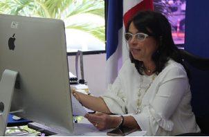 Ministra de Educación aclara sobre supuestas contrataciones. Foto cortesía