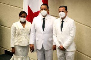 Xenobia Vargas, primera vicepresidenta electa, Marcos Castillero, presidente reelecto, y Tito Rodríguez, segundo vicepresidente reelecto. Víctor Arosemena.