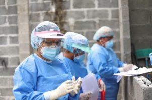 Este miércoles se reportaron 913 casos  nuevos de COVID-19.
