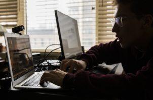 Es más difícil mantener interesados a los alumnos en clases virtuales, dice un estudio. Foto / Benjamin Norman para The New York Times.