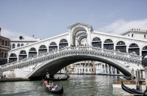 Pronósticos para reservaciones de aviones a Italia se han desplomado para los meses de verano. El Puente Rialto en Venecia este mes. Foto / Alessandro Grassani para The New York Times.