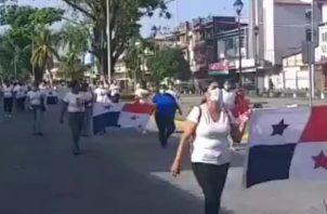 Las mujeres durante su caminata exigían puestos de trabajo ante los proyectos de reactivación económica