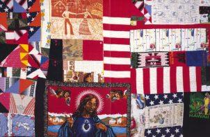 """Una colcha gigantesca de Rosie Lee Tompkins parecía representar """"el crisol de la cultura y la política de EE.UU."""". Foto/ UC Berkeley Art Museum y Pacific Film Archive, legado de Eli Leon."""