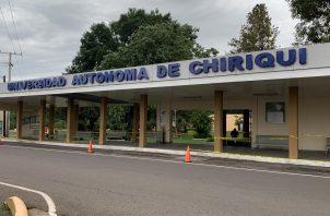 Desde que se conoció sobre la pandemia, la Universidad Autónoma de Chiriquí se puso en contacto con los funcionarios del Minsa desde el mes de marzo y se implementó el protocolo sanitario para tal fin.