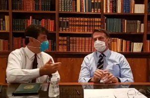 El presidente brasileño, Jair Bolsonaro, en cuarentena al dar positivo en coronavirus.