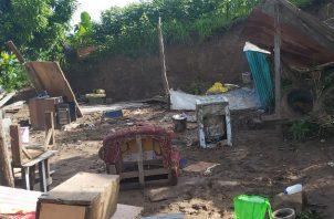 Las viviendas de madera y zinc sufrieron severos daños por el deslave. Fotos: Eric Montenegro.