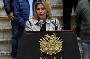 El positivo de Añez se suma a los de al menos tres ministros de su gabinete, mientras que otros anunciaron que cumplirían aislamiento por precaución.