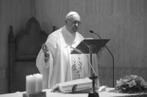 La COVID-19, ha servido a Francisco para que el mundo asustado ponga atención a su encíclica. Foto: Archivo.