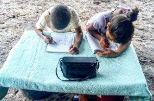 Señalan que no solo en comarcas deben entregarse cuadernillos. Meduca.