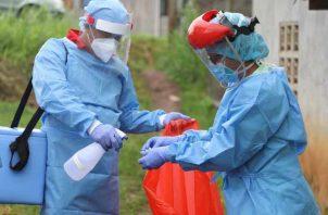 La cifra de muertes por COVID-19 ya está cerca a las 900 y el infectólogo Javier Nieto hace una serie de recomendaciones.