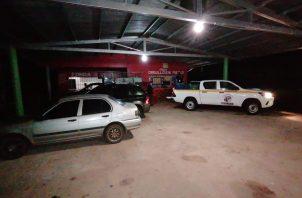 Durante el operativo, realizado por el funcionario municipal de Cumplimiento, Boris Gutiérrez y la Policía Nacional (PN), se decomisaron 40 cajas de cerveza.