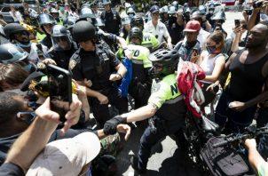 Manifestantes se enfrentaron a agentes policiales en Nueva York. Fotos. EFE.