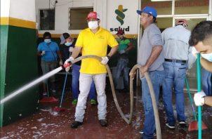 Wolfredo Pimentel lamentó la situación que atraviesan los funcionarios municipales, quienes en mayoría reciben salario mínimo, pero que en el último mes no han podido llevar el dinero a sus casas para su alimentación