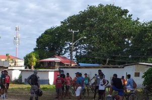 Un grupo de personas fueron sorprendidas en la Playa Cabaña en Isla Colón