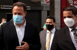 Juan Carlos Varela junto a su abogado Erasmo Muñoz en la Fiscalía Anticorrupción del Ministerio Público. Víctor Arosemena