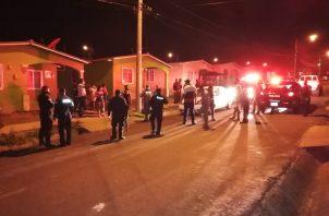 En la barriada Las Praderas, también fueron retenidas ocho personas de las cuales cuatro eran mujeres consumiendo licor en la vía pública frente a una residencia