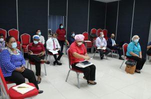 Docentes reciben capacitación ante los cambios que ahora demanda el sistema educativo con la llegada del coronavirus.