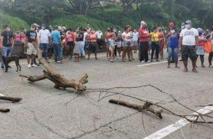 En ambos cierres, se generó un descomunal tranque vehicular. Fotos: Diómedes Sánchez.