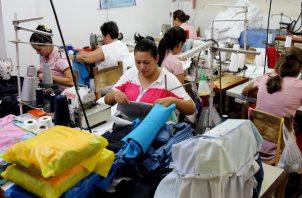 La iniciativa reforma el artículo 22-A de la Ley 33 de 2000, que dicta normas para fomentar la creación y desarrollo de las micro, pequeñas y medianas empresas.