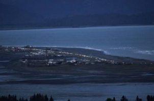 Miles de habitantes en Kodiak, la principal ciudad de la isla homónima, abandonaron las zonas bajas, confirmó el sargento de la policía estatal Daniel Blizzard al canal de noticias 11 KTVA News.