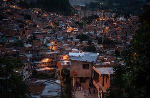 En Medellín, que se considera el Silicon Valley de la región, abundan la pérdida de empleos y el hambre. Foto / Federico Rios para The New York Times.
