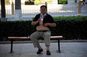 En la región semiautónoma de Hong Kong, un rebrote ha llevado a las autoridades locales a decretar nuevas medidas preventivas y a plantearse endurecerlas con confinamientos parciales. FOTO/EFE