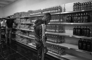 Los consumidores se verán afectados, una vez que la empresa aumente el precio más allá del precio del mercado por estar frente a menos competidores o bajo la figura de monopolio o de un cártel. Foto: EFE.
