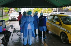 La vacunación exprés se realizó afuera de la sede del Minsa en Colón. Fotos: Diómedes Sánchez.