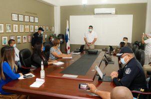 El Ministro de Seguridad Juan Manuel Pino, realizó una reunión de trabajo en la que participó junto con la gobernadora de la provincia, Irasema de Dale, y los directores de los estamentos de seguridad.