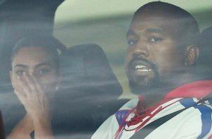Kanye West y Kim Kardashiam a su llegada al hospital de Wyoming. Foto: Instagram