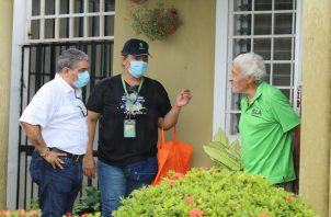 Para el ministro Luis Sucre (izq.) lo fundamental es cortar la transmisión del virus.