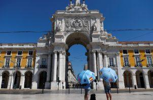 Los británicos siempre han sido los grandes turistas en el sur de Portugal. Guías de turistas solos. Foto / Rafael Marchante/Reuters.