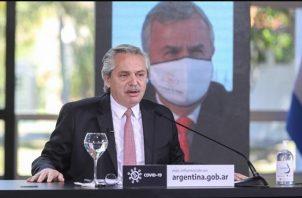 El Gobierno de Alberto Fernández promete dar a los tenedores de esos títulos un trato equitativo. Foto/EFE
